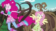 EG4 Pnącza uderzają Pinkie Pie