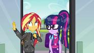 EG SS6 Twilight i Sunset wchodzą do szkoły