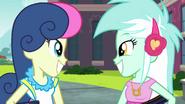 EG3 Lyra i Sweetie Drops uśmiechają się szeroko