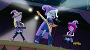 EG RR Trixie w piosence ''Tricks Up My Sleeve''.