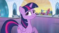 EG Twilight uśmiecha się uspokojona