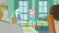 Fluttershy directly challenging Trixie EGDS10