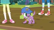 EG4 Spike cieszy się na bieganie za wiewiórkami