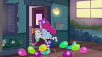 Pinkie Pie pushes Lily Pad inside the house EGDS3