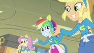 EG Fluttershy, Rainbow Dash i Applejack śpiewają piosenkę