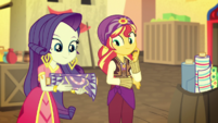 Rarity and Sunset Shimmer in the bazaar EGS2