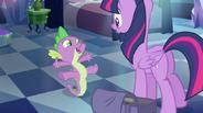 EG Spike'owi podoba się pomysł królestwa Twilight