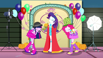 Twilight and Pinkie bowing to Queen Rarity SS2