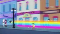 Rainbow Dash swings around lamppost EGDS42