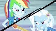 """EG2 klip """"Walka o gitarę """" Trixie kontra Rainbow"""