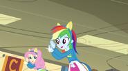 EG1 Rainbow biegnie i klaszcze z Fluttershy