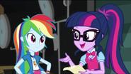 EG MF Twilight chce obejrzeć rekwizyty z Dash