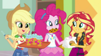 Pinkie Pie giving snacks to Applejack and Sunset EGDS2