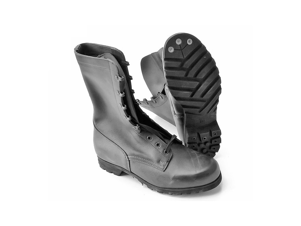 A pair of summer vz 90 boots 72ac59e7de