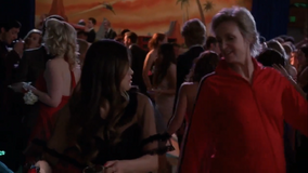 3x19 Tina and Sue Prom-asaurus