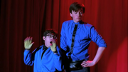 Kurt y Artie cantando Push It