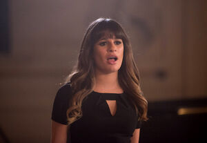 Rachel-is-torn-in-glee-4-12