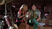 Kurt y April en The Rhodes Not Taken