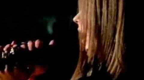 Avril Lavigne - Keep Holding on