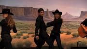 Mike y Brittany bailando Last Name