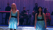 Tina y Brittany cantando Get It Right