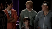 Mike, Sam, Artie y Lauren en Born This Way