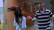 Puck lanzandole un Slushie a Rachel en Pilot