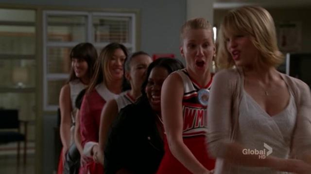 I Kissed A Girl (Glee Cast Version) Full Performance