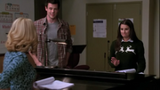 Rachel, Finn y April en The Rhodes Not Taken