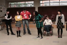 Glee-Season-1-Episode-2-Showmance-lea-michele-13881269-2376-1584