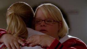 Becky y Brittany abrazandose Shooting Star