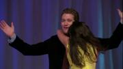 Rachel abrazando a Will en Vitamin D