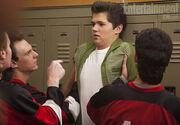 Rory es intimidado por el equipo de hockey