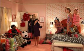 Fiesta pijamas en glee-copia