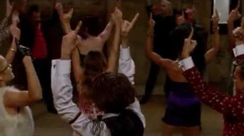 Glee - Let's Have A Kiki Turkey Lurkey Time