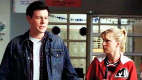 Brittany junto a Finn