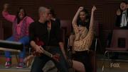 Puck bailando con Brittany en Fat Bottomed Girls