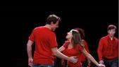 Rachel y Finn cantando Don't Stop Believin'
