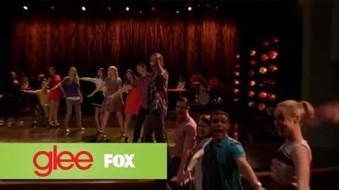 "Full Performance of ""Don't Stop Believin'"" from ""New Directions"" GLEE-1"
