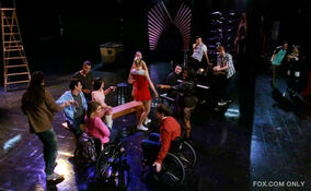 Glee-Dance-with-Somebody-glee-30607086-570-352