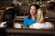 Brittany, Santana y su mamá en Breadstix