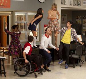 Glee-blaine-covers-last-friday-night-rory-befriends-finn (1)