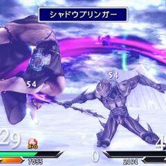 Cecil realizando el nuevo ataque PV «Portador de sombras» en <i>Dissidia 012</i> contra Golbez