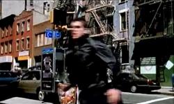 Grand Theft Auto 2 The Movie - Claude doblando en una esquina