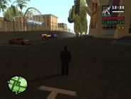El Monster Truck y el Hotring Racer estacionados en el aparcamiento del Estadio luego de ganar la carrera