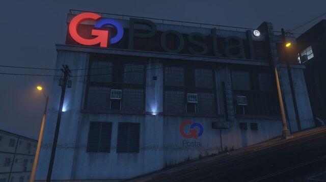 Archivo:El edificio desde la carretera.jpg