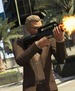 Otro jugador online con un fusil bullpup