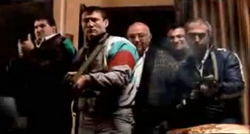 Grand Theft Auto 2 The Movie - Rusos apuntando sus armas