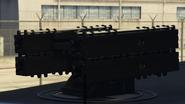 Vista cercana de la batería de misiles remota en el Pounder personalizado