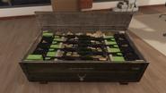 Caja con AK47s